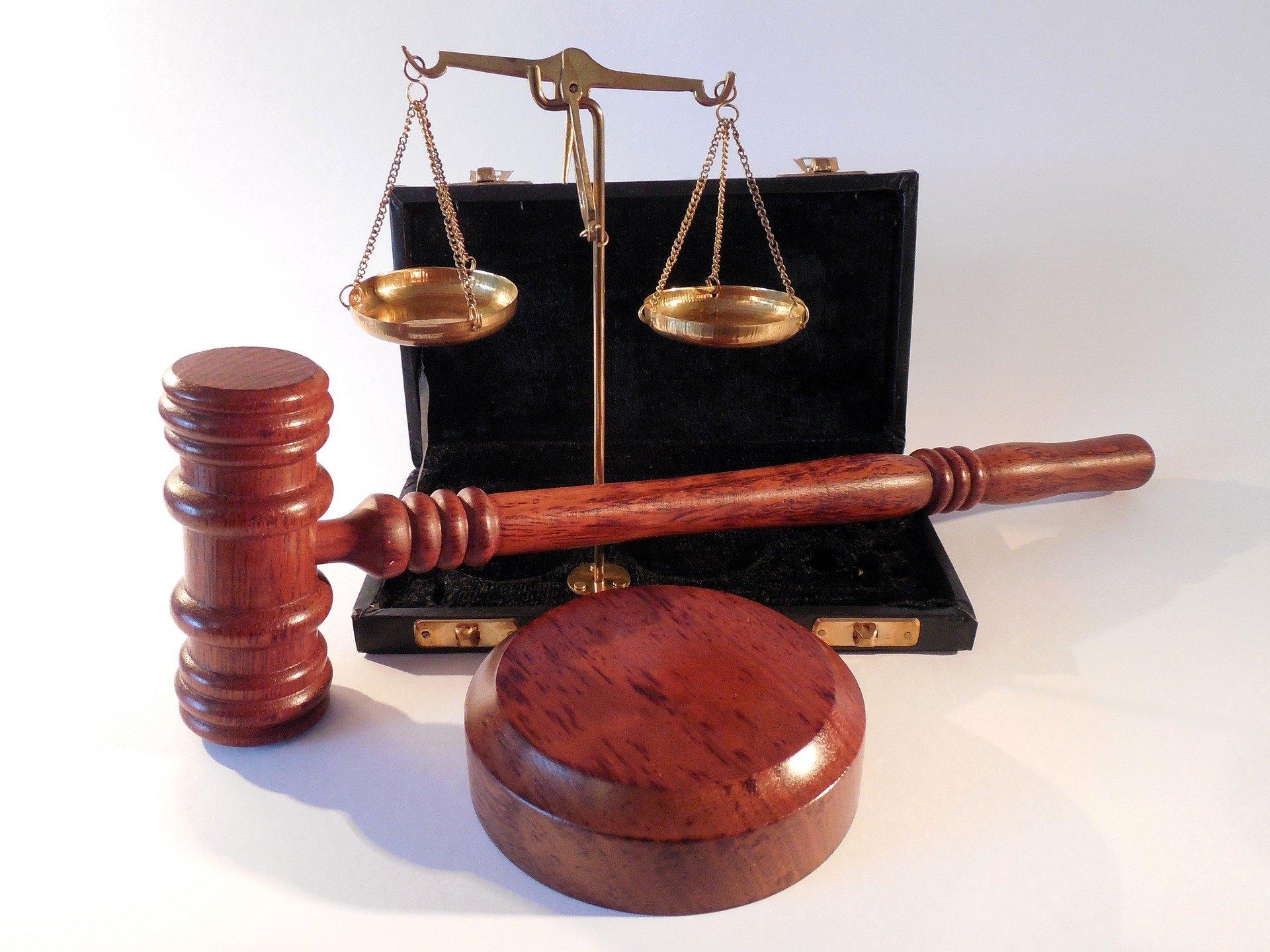 Невстановлення замовником вимоги щодо надання учасником інформації про відсутність підстав згідно з п. 3, 8, 9 ч. 1 ст. 17 Закону та неоприлюднення в окремому документі переліку змін