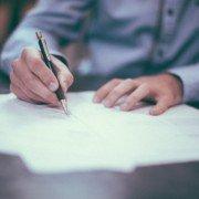 Щодо способу надання бенефіціаром письмової вимоги гарантові