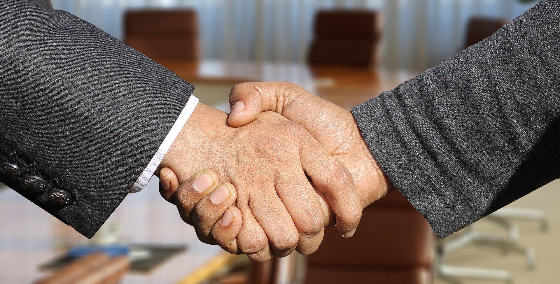 Чи повинен учасник приймати участь в переговорній процедурі в разі, якщо його пропозиція була єдина у відкритих торгах