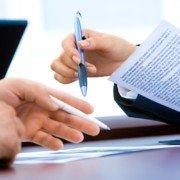 Щодо посилання в банківській гарантії на документ, з якого виникають базові відносини між принципалом та бенефіціаром