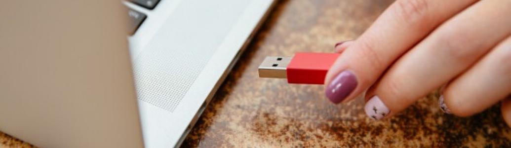 У чергу за токенами: чи можна під час закупівель користуватися електронним підписом, розміщеним не на захищеному носієві?