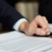 Договір про закупівлю, котрий було продовжено на 20 %, закінчився, а новий договір про закупівлю ще не укладено. У чому помилка замовника?