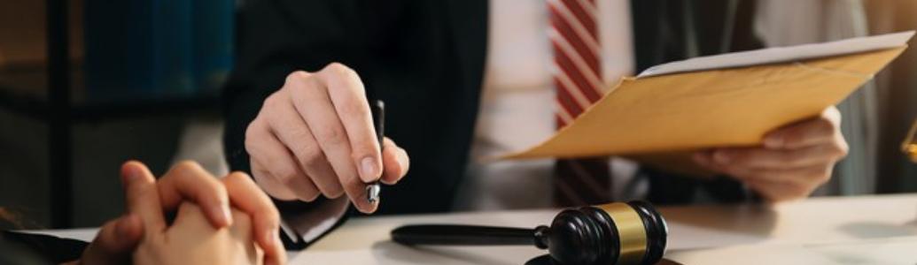 Вимагалася інформація про один аналогічний договір, а учасник надав чотири, але не в повному обсязі: позиція суду