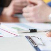 Чи затверджувати додатки до річного плану закупівель, підписані головою комітету з конкурсних торгів у керівника підприємства?